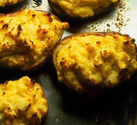 Horseradish & soured cream baked potatoes