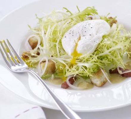 Salad Lyonnaise (Warm bacon & egg salad)