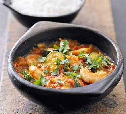 Fragrant courgette & prawn curry