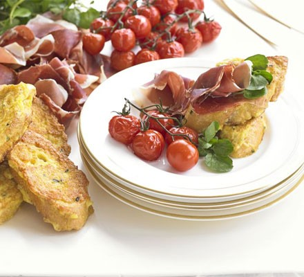 Cheesy French toast with ham & grilled vine tomatoes