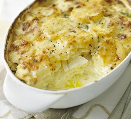 Creamy cheese & potato bake