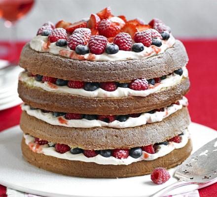 Genoise sponge with berries