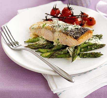 Salmon with tarragon Hollandaise