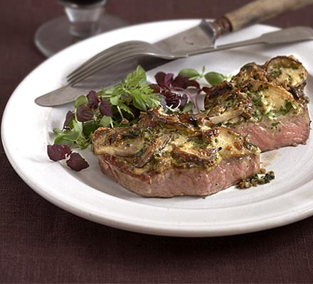 Grilled steak topped with ceps
