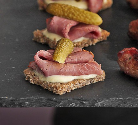 Salt beef on rye bread with mustard sauce