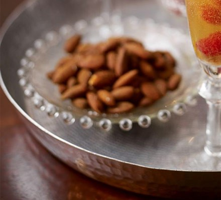 Roasted salt & paprika almonds