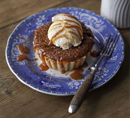 Sticky toffee tarts