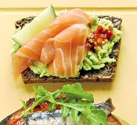 Open sandwiches - Smoked salmon & avocado on rye