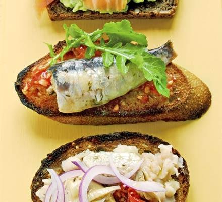Open sandwiches - Tomato, sardine & rocket