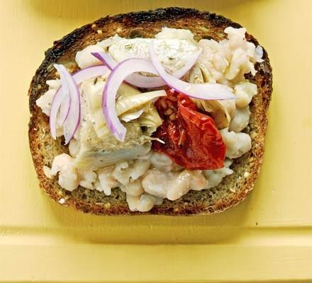 Open sandwiches - Crushed bean, artichoke & red onion