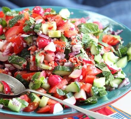 Crunchy radish & tomato salad