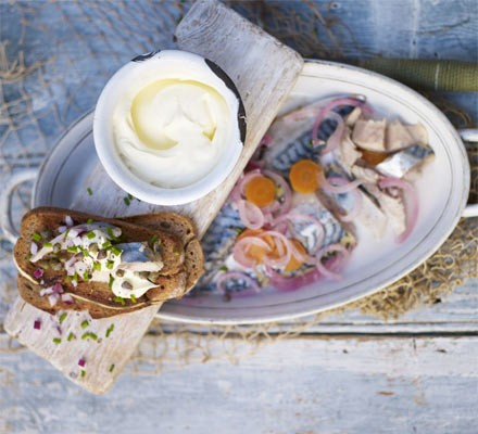Soused mackerel with crème fraîche & capers