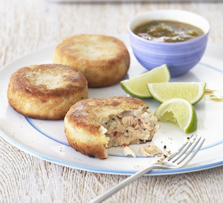 Spicy fish cakes with mango dipping sauce