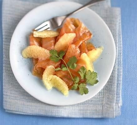 Smoked salmon with grapefruit salad