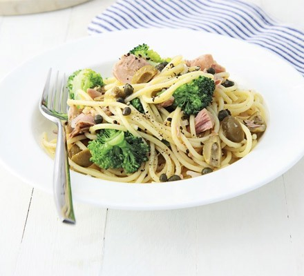 Lemon spaghetti with tuna & broccoli