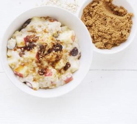 Apple & sultana porridge