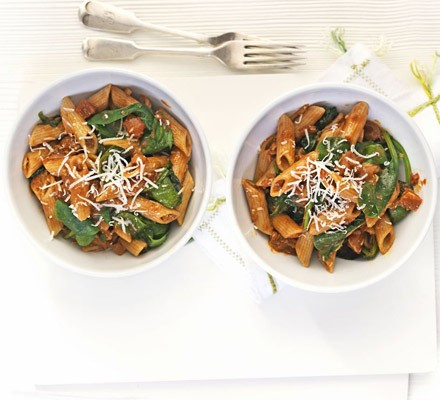 Pasta with chilli tomatoes & spinach
