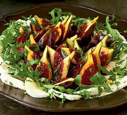 Marinated fig & mozzarella salad