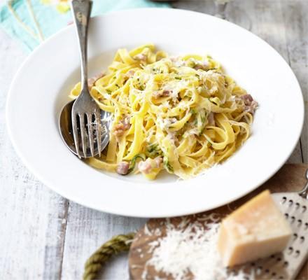 Creamy courgette & bacon pasta