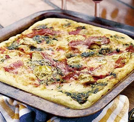 Pesto pizza with artichokes & prosciutto