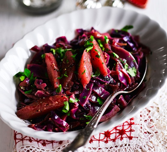 Red cabbage with juniper & pears