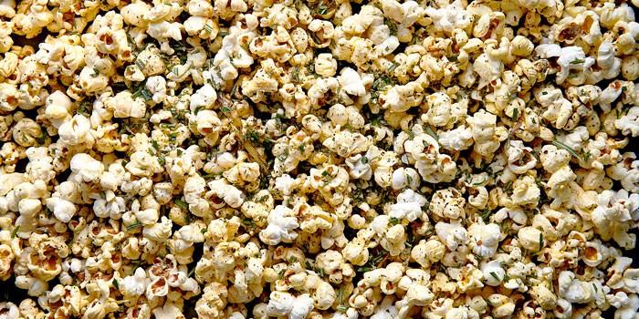 rosemary, garlic & chilli popcorn