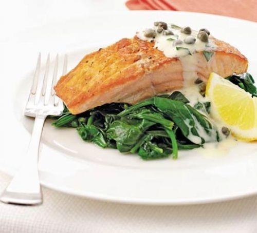 Salmon fillet recipes: Salmon & spinach with tartare cream