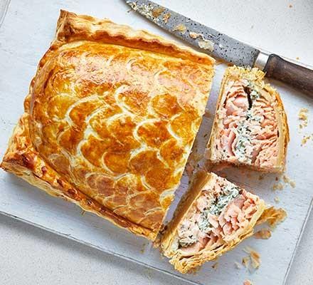 Salmon en croûte cut into slices