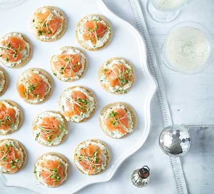 Smoked salmon & herb blinis on a serving plate