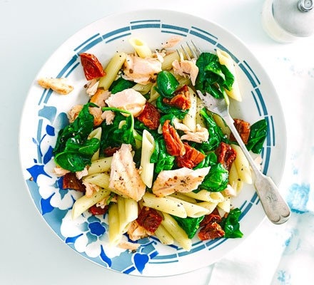 Salmon & spinach pasta