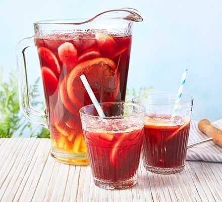 El Vermut sangria served in a pitcher and glasses