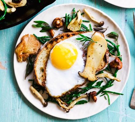 Sea veg with duck egg on sourdough