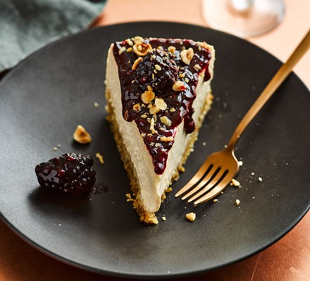 Slow cooker muscovado cheesecake with hazelnuts & blackberries 2016