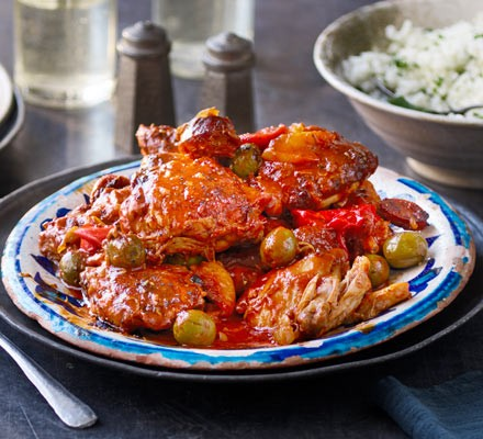 Slow cooker Spanish chicken on a rustic plate