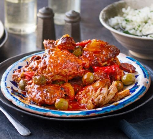 Slow cooker Spanish chicken served on a plate