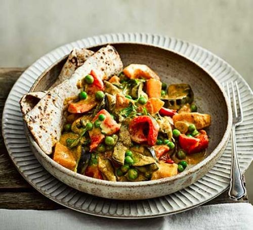 Vegetable stew in bowl with bread