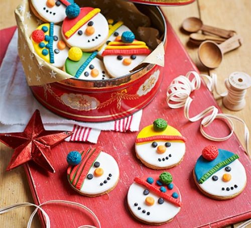 Iced snowman biscuits