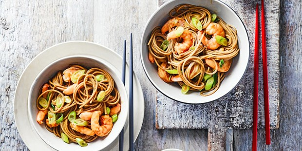 Soba noodles with prawns in bowl