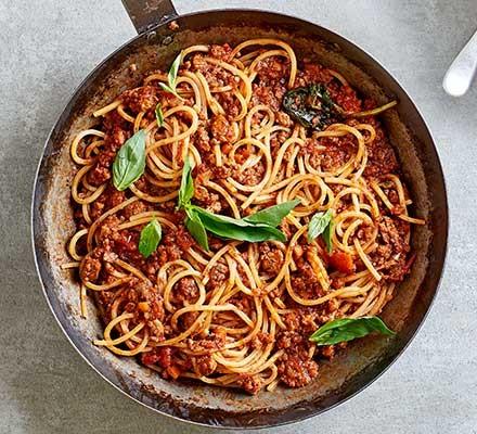A pan serving spaghetti Bolognese