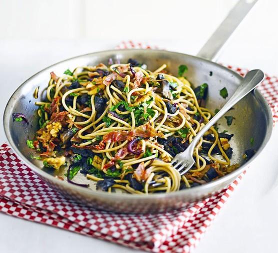 Spaghetti with garlic mushrooms & prosciutto