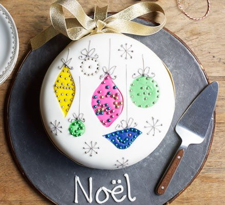 Sparkly bauble cake