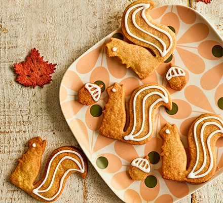 Spiced acorn biscuits shaped as squirrels served on a plate
