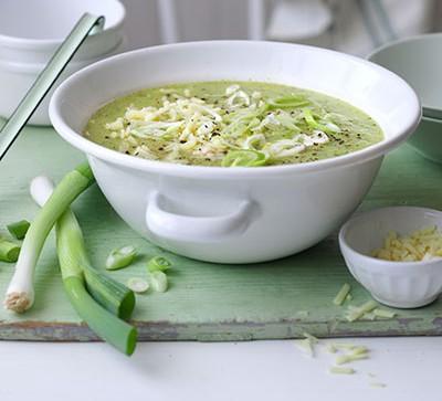 Courgette, potato & cheddar soup