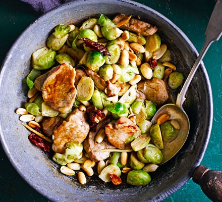 Sprouts with pork & peanuts