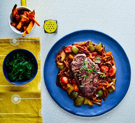 Steaks with goulash sauce & sweet potato fries_image