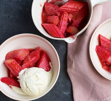 Rhubarb with ice cream in bowls