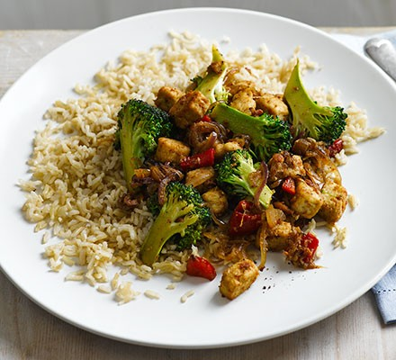 Stir-fried Quorn with broccoli & brown rice