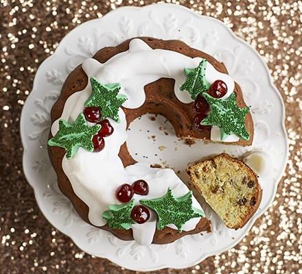 Stollen wreath cake