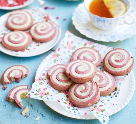 Strawberry & cream roly-polys