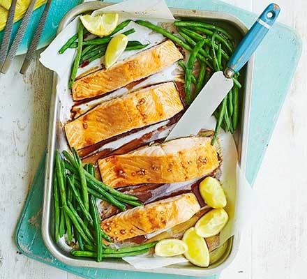 Teriyaki salmon & green beans traybake